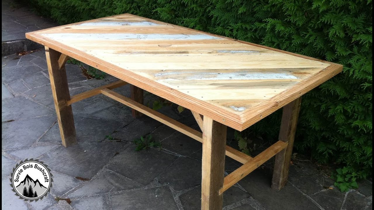 Fabrication d 39 une table solide en bois de r cup ration partie 1 youtube for Decaper une table de jardin en bois