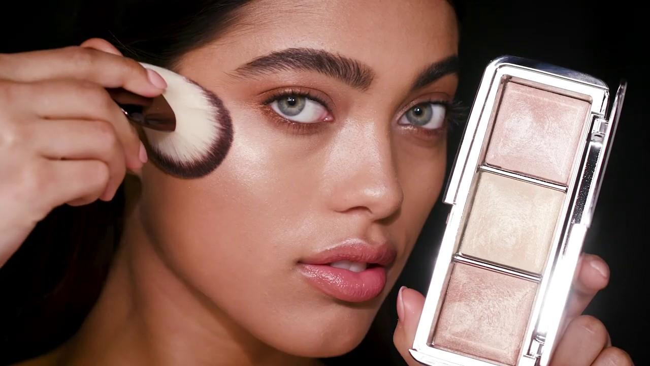 how to apply ambient metallic strobe lighting palette hourglass cosmetics