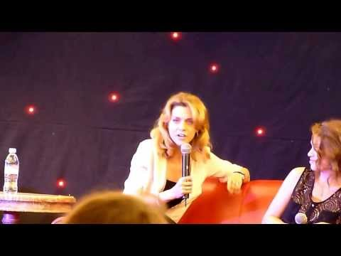 Hilarie Burton singing at OTH Convention From Wilmington to Paris