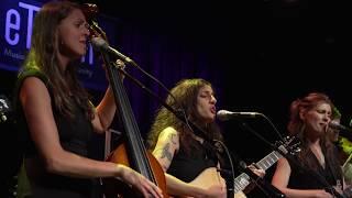 The Wailin' Jennys - Wildflowers (Live on eTown)