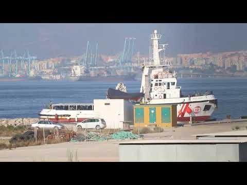 📺 El Open Arms llega al muelle de Crinavis con 87 inmigrantes a bordo