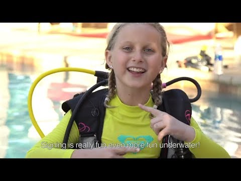 Crazy, Awesome Dive Lifestyle | Claire Koch Uses Sign Language During PADI Scuba Course