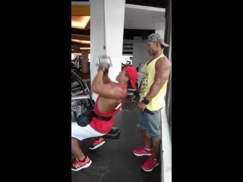 Back workout Binaraga indonesia sahri dan putu di Gold's Gym