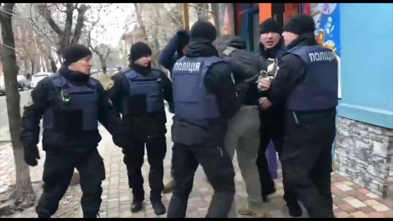 На кандидата в президенты Украины два раза напали и вылили зелёнку