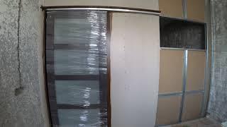 перегородка  выдвижная дверь, которая заезжает в стену. Делаем из одной комнаты две