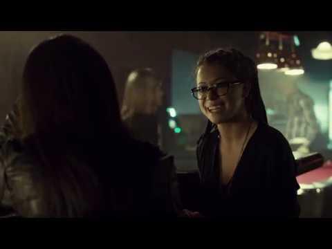 S1E3 Sarah Meet Cosima In A Bar