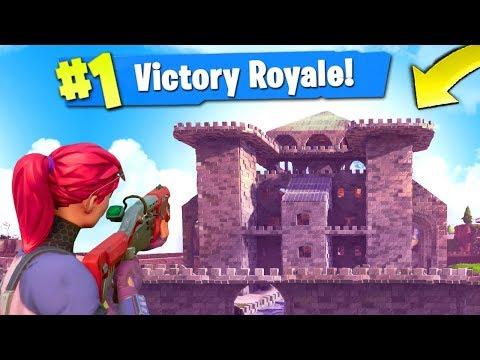 Building a LEGENDARY CASTLE in Fortnite: Battle...