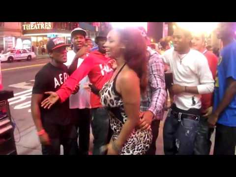 Lesson To All Thirsty Dudes  Sidney Star Tranny Tricking These New York Youngins In Time Square! The