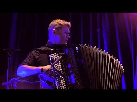 "Mario Batkovic (LIVE) & Stringensemble. ""INEUNTE FINIS"" at Gurten Sessions"