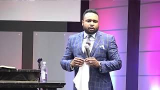 «Ne combats jamais un membre de ta famille ou de ta communauté!» Révérend Paul Mukendi