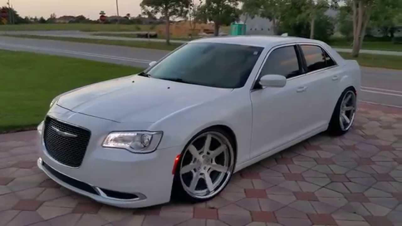 Chrysler 300 stanced