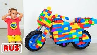 Влад и Никита катаются на игрушечном мотоцикле