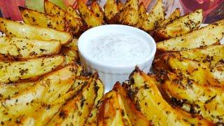 Очень вкусный картофель по-деревенски в духовке! И сметанный соус! Простой рецепт!