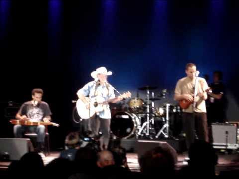 Willie Nelson, Jack Johnson, and Ben Harper - Blue Eyes Cryin in the Rain