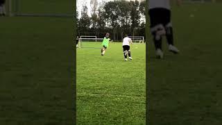 Santi Vianello (7) allready makes nice football moves!