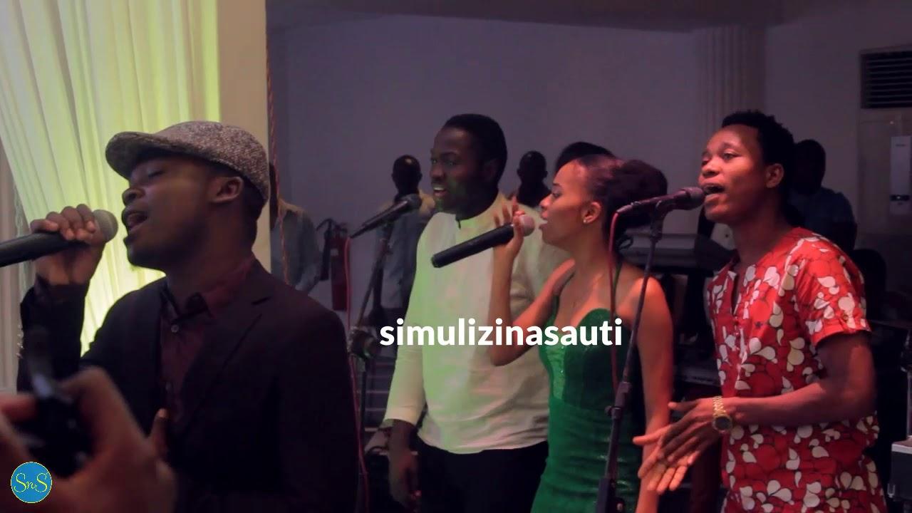 Download ASLAY akiimba wimbo MAMA live kwenye harusi