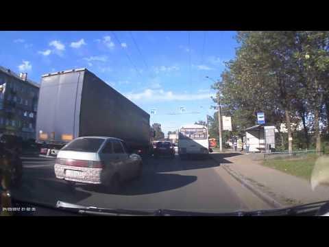 """Копия видео """"В Иванове женщина вывалилась из тронувшегося автобуса"""""""