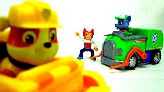 Щенячий Патруль онлайн - Крепыш и Рокки убирают мусор