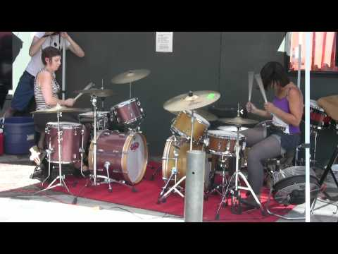 Janet Weiss And Sara Lund Drum Battle 1 Of 2 On Tom Tom