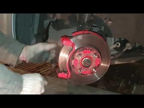 Замена передних тормозных колодок Hyundai Solaris 2012