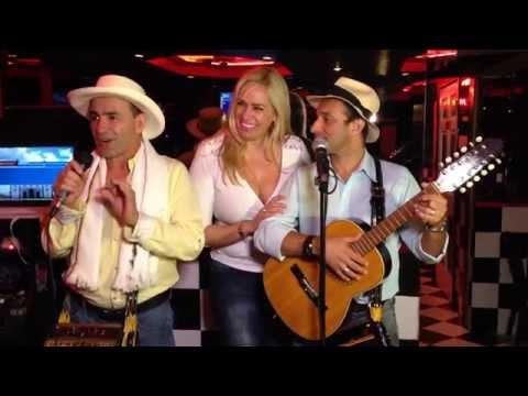 ¡Los  Trovadores de Colombia!!!.  Show de Peperazzi, en Vinicio Restaurante. WWW.RADIOYTVLAZ.COM