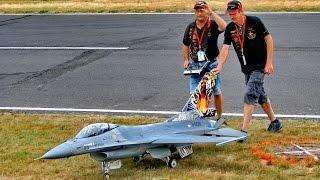 Repeat youtube video GIANT RC F-16 SUPER SCALE MODEL TURBINE JET FLIGHT DEMONSTRATION / Jetpower Fair 2016