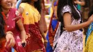 bhaiya bhabi sister entire family dancing garba on bollywood songs in indian wedding