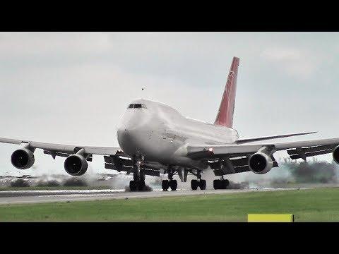 Air Cargo Global landing ✈
