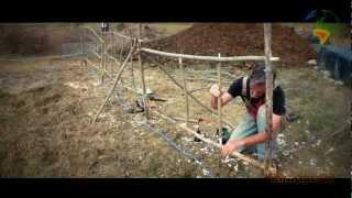 Permaculture-Réaliser une clôture avec des branches (Tenons-Mortaises)