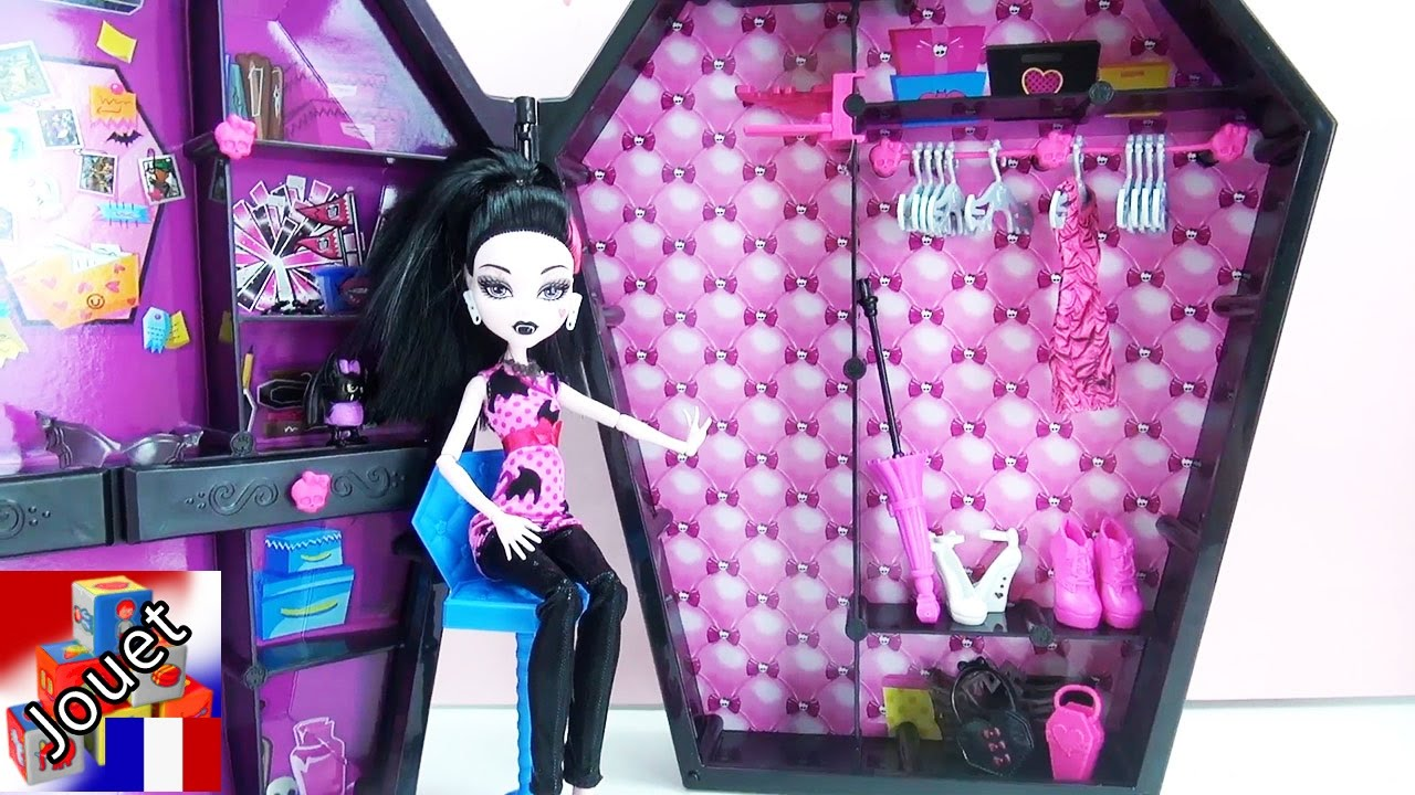 monster high draculaura et son armoire v tements. Black Bedroom Furniture Sets. Home Design Ideas