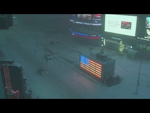 Incredible timelapse shows New York City filling with snow
