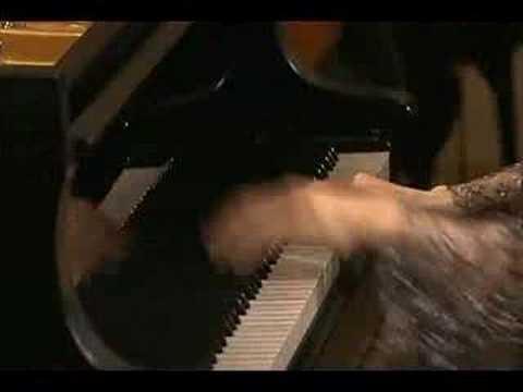 Uchida conducts Mozart's Piano Concerto #20 - Rondo III