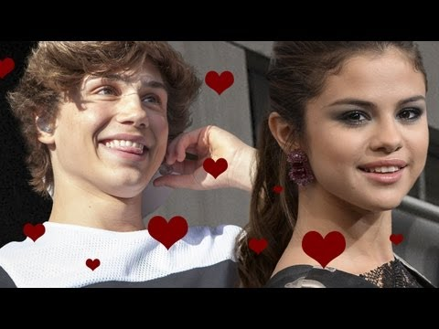who is selena currently dating