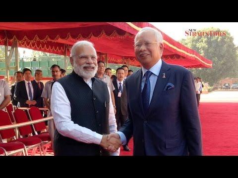 Najib meets Modi, receives ceremonious welcome in New Delhi