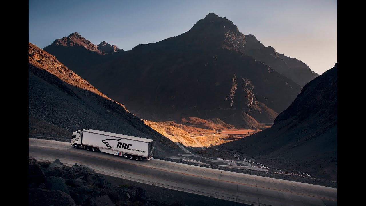 Volvo Trucks - Driving through the deadly Chilean mountain pass Los Caracoles - Drivers World ...