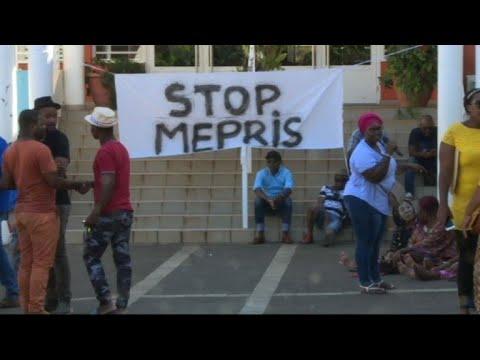 Mayotte: manifestation devant la mairie de Mamoudzou