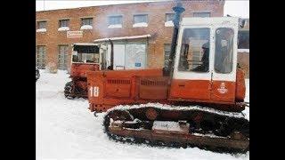Тракторы Т4 ''Алтай'' выезжают после ремонта с Центральной ремонтной мастерской.