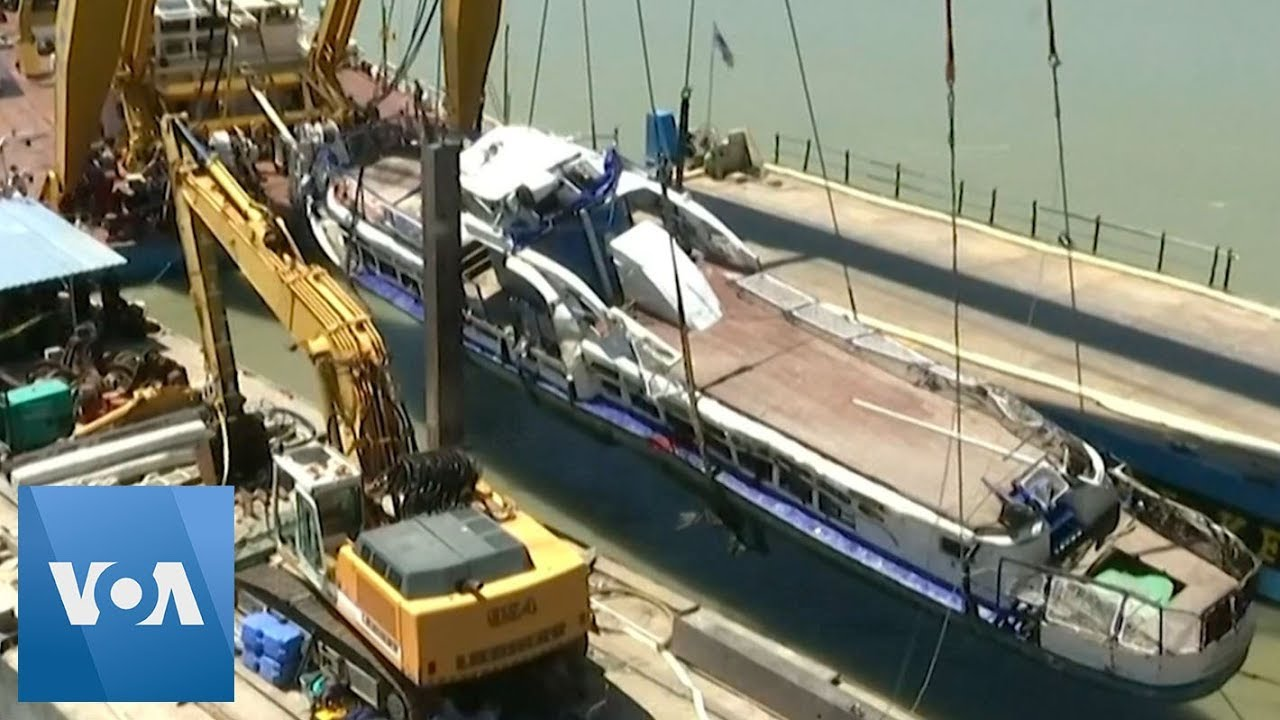 Salvage Crews Recover Wreck of Boat Sunk in Danube, Budapest