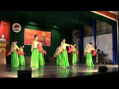 Múa: Những cô gái Việt Nam - Sinh viên khoa Ngữ văn ĐHSPHN 2
