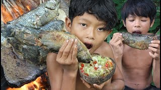 Primitive Technology - Catch and cooking fish on a rock - eating delic