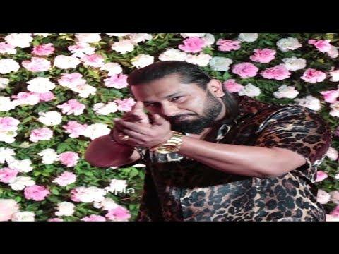 yo-yo-honey-singh-grand-entry-with-shoot-media-at-kapil-sharma-weeding-party-at-mumbai-btown-bhangra