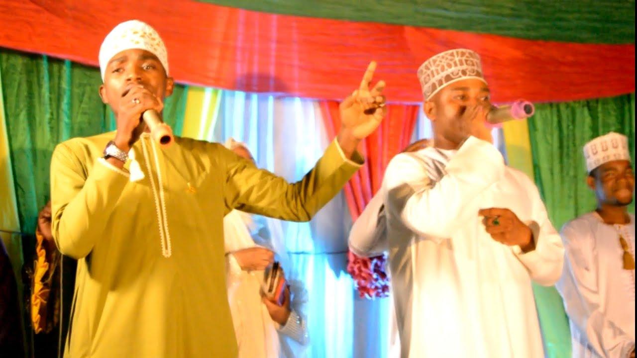 Download WASHINDANA KWA VISAUTI   CHIDI ZUNGU & ALI ISMAIL (MZEE WA KAFARA YANGU) MAHARI PERFORMANCE ON STAGE