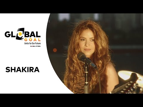 """Shakira Performs """"Sale el Sol"""" 