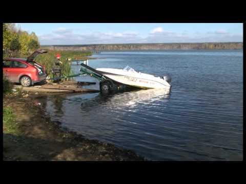 как вытащить тяжелую лодку из воды на берег