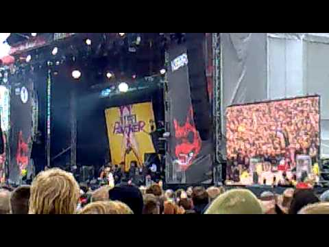 Steel Panther - Community Property - Download Festival 2012