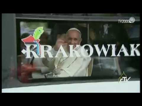 Papa Francesco raggiunge con il tram i giovani della GMG di Cracovia