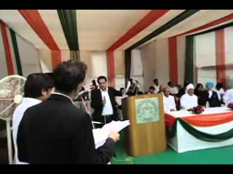 ANUJ SONI ADVOCATE  SINGING SONG IN Delhi High court ON INDEPENDENCE DAY CELEBRATIONS 2013