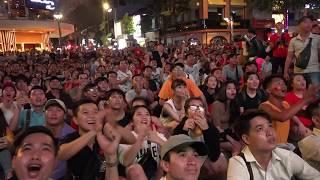 3 phút bù giờ nghẹt thở trận U23 Việt Nam - U23 Syria của cổ động viên tại phố đi bộ Nguyễn Huệ