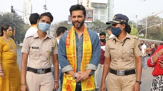 What A Moment! Rahul Vaidya Clicking Photographs Outside Siddhivinayak Temple | Bigg Boss 14