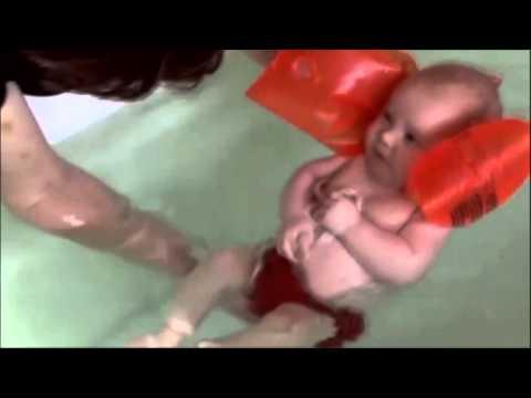 Video: Dạy bé tập bơi từ nhỏ